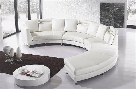 Pilihan kursi sofa minimalis yang tepat dapat membuat ruang tamu terlihat lebih serasi dan nyaman. 5 Tren Sofa Minimalis Terbaru 2019-2020 dan Harganya - CASABEL