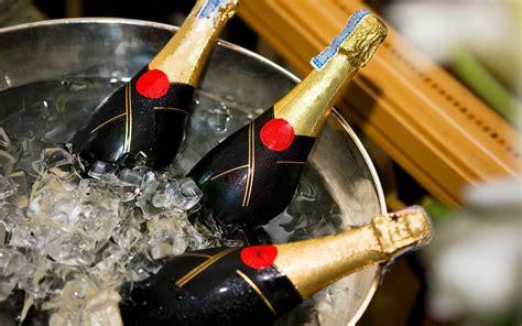 shouldnt store champagne   fridge travel