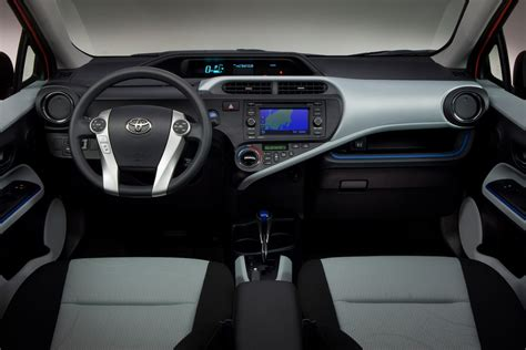 toyota prius  review specs pictures price mpg