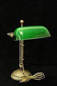 Lampe Mit Vielen Lampenschirmen : bankerslamp aus messing mit gr nem glasschirm lampen tischlampen ~ Bigdaddyawards.com Haus und Dekorationen