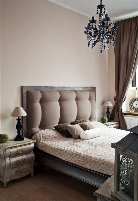 farbgestaltung im schlafzimmer farbgestaltung im schlafzimmer ideen creme wandfarbe massivholzbett wohnidee in 2019