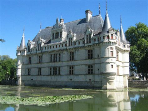 chateau azay le rideau cycling the loire valley chateau azay le rideau green jersey cycling tours cycling