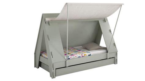 lit en toile pour bebe lit enfant forme tente bois et toile tente mobilier moss