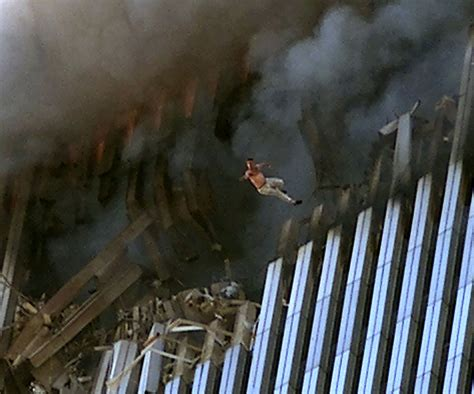 These Powerful Photos From 911 We Wont Forget Page 4 Of 21