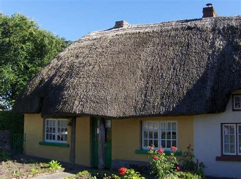 cottage irlandesi villaggio di adare casa tradizionale irlandese