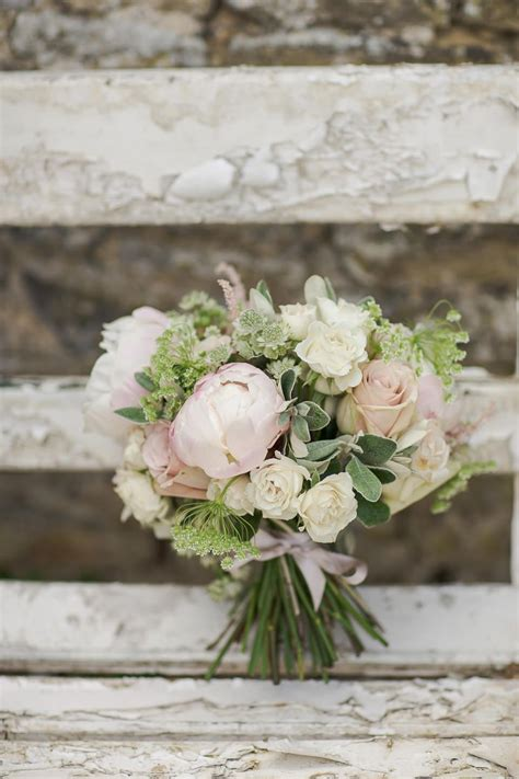 stunning neutral flower bouquets inspired wedding color