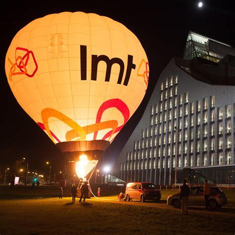 Ginesa rekorda kāzās lidos arī milzīgs 16 vietu gaisa balons | SKATIES