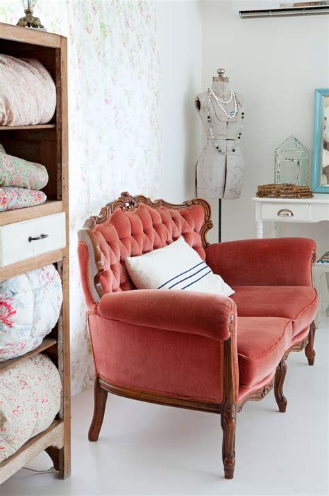retro settee best 25 vintage sofa ideas on fabric