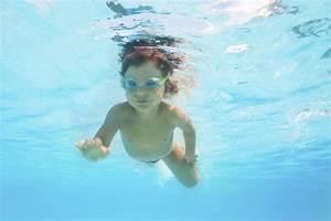 Rustine Piscine Sous L Eau : chlore piscine ooreka ~ Farleysfitness.com Idées de Décoration