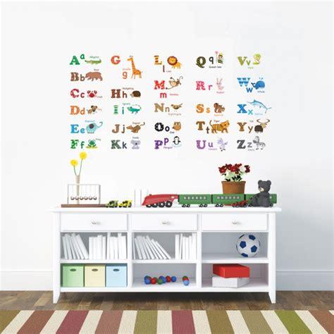 stickers animaux chambre b饕 stickers chambre bébé et enfant idées pour les garçons