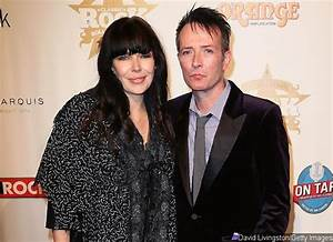 Scott Weiland's Wife Denies His Addiction After Bandmate ...