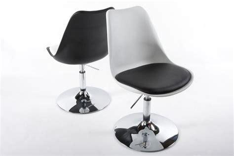 chaise tulipe design blanc simili cuir noir pivotante rglable pied chrom pas cher