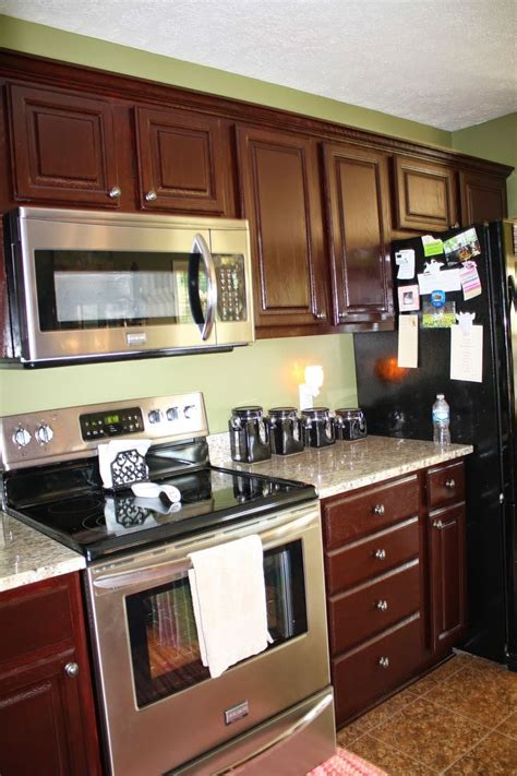 colors for a kitchen with cabinets 20 best images about countertops for cherry cabinets on 9812