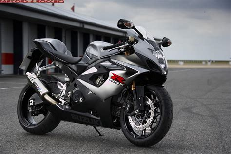 Suzuki Gsx-r1000 Features And Specifications