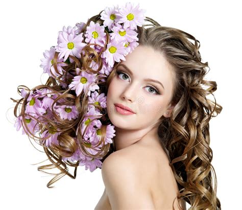 fiori capelli donna con i fiori in capelli fotografia stock immagine