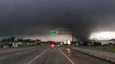 Tornado tears through Mississippi college town | KFOR.com