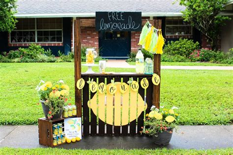 C Kitchen Ideas - hosting a neighborhood lemonade stand within the grove