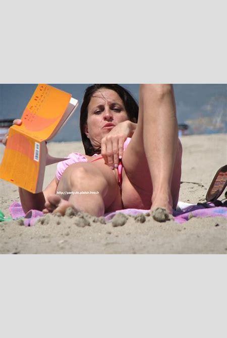 oops-accidental-nudity-0000010.jpg in gallery Beach ...