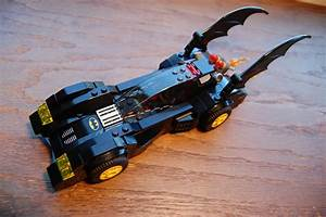Lego Batman Batmobile : awesome toy picks lego batman batmobile and the two face chase comic vine ~ Nature-et-papiers.com Idées de Décoration