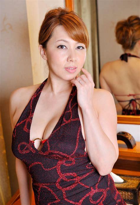 【風間ゆみ】豊満おっぱいが魅力的な最高の美熟女エロ画像