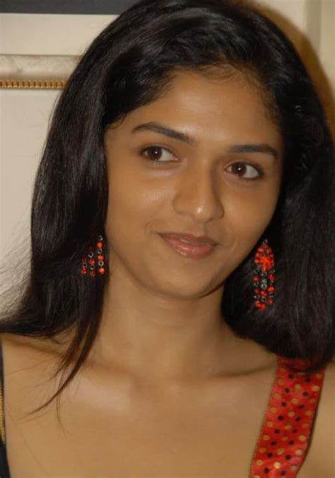 Hot Indian Actress Sunaina