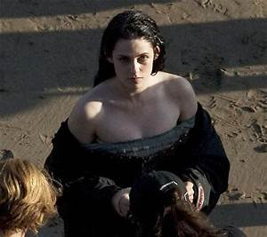 Kristen Stewart Ditches Armour For Traditional Snow White ...