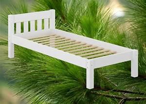 Bettgestell 120x200 Weiß : futonbett wei einzelbett 120x200 kieferbett massivholz bettgestell mit rollrost w ~ Frokenaadalensverden.com Haus und Dekorationen