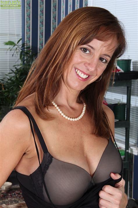 Hot Mature Woman With Big Boobs Karen Jones Looks Great In