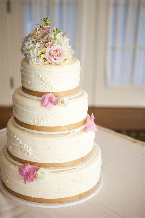 fresh flowers   wedding cake bellagala