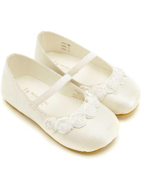 ooooh   white ruffle socks shared wedding