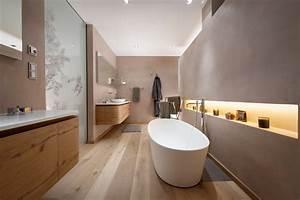 Badezimmer Mit Freistehender Badewanne : gasteiger bad kitzb hel exklusive einblicke in eine luxuswohnung ~ Bigdaddyawards.com Haus und Dekorationen