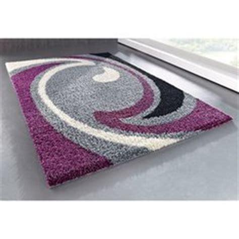 tapis gris  prune idees de decoration interieure