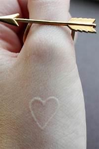 Finger Tattoo Herz : geile tattoo vorlagen und designs in wei ~ Frokenaadalensverden.com Haus und Dekorationen