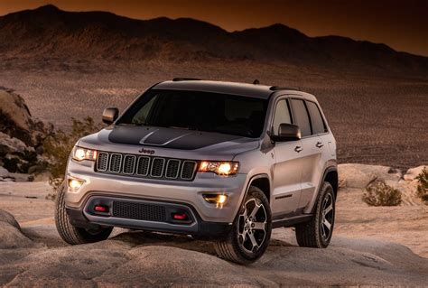 jeep hawk trail 2017 jeep grand cherokee trailhawk leaks out early