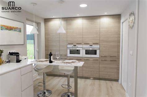 cocina nordica  madera  encimera silestone blanco zeus
