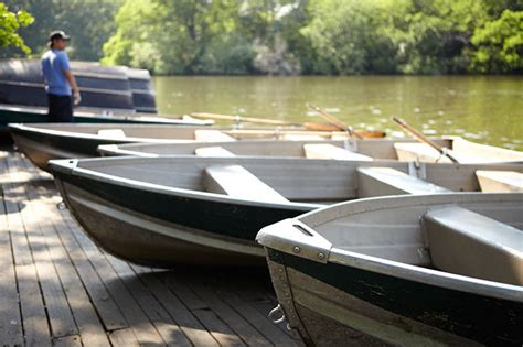 Paddle Boating Central Park Nyc by Things To Do In Nyc The Loeb Boathouse In