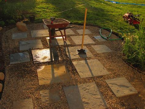 variegated bluestone set in pea gravel patio diy