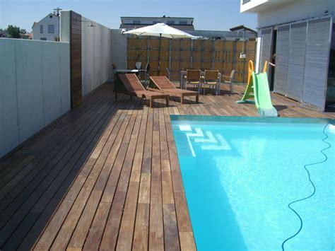 pool mit holzterrasse projektbeispiel verlegung einer poolumrandung mit terrasse