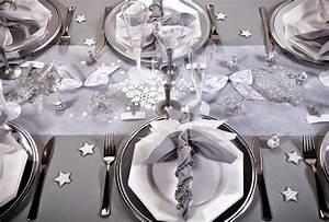 Table De Noel Blanche : d couvrez notre table de no l blanche et argent e ~ Carolinahurricanesstore.com Idées de Décoration