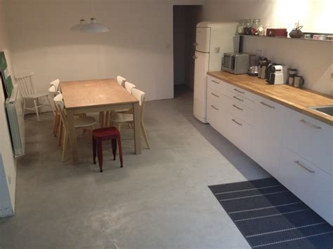 beton sur carrelage cuisine carrelage design béton ciré sur carrelage cuisine