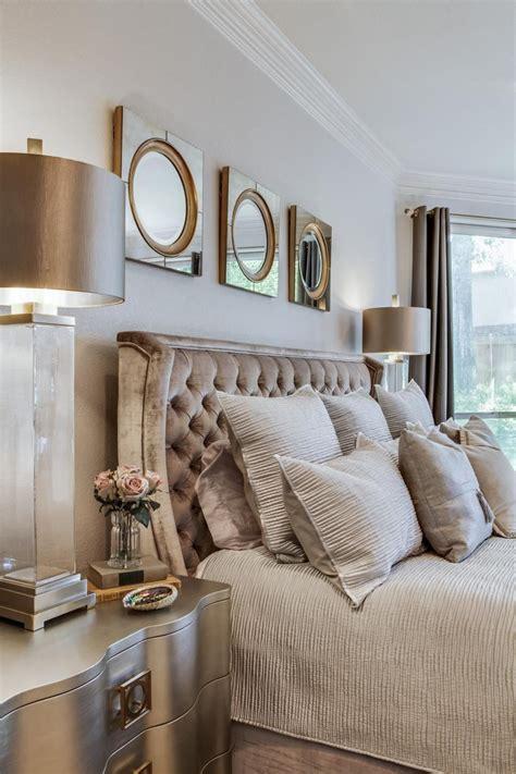 cool ways  bring velvet decor   home