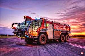 Coole Feuerwehr Hintergrundbilder : flugfeldl schfahrzeug panther xii fotografie als poster und kunstdruck von markus will ~ Watch28wear.com Haus und Dekorationen
