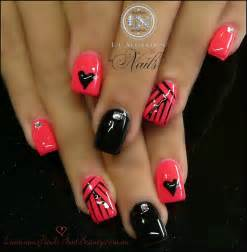 Nails gel sculptured acrylic with mani q black coral pink