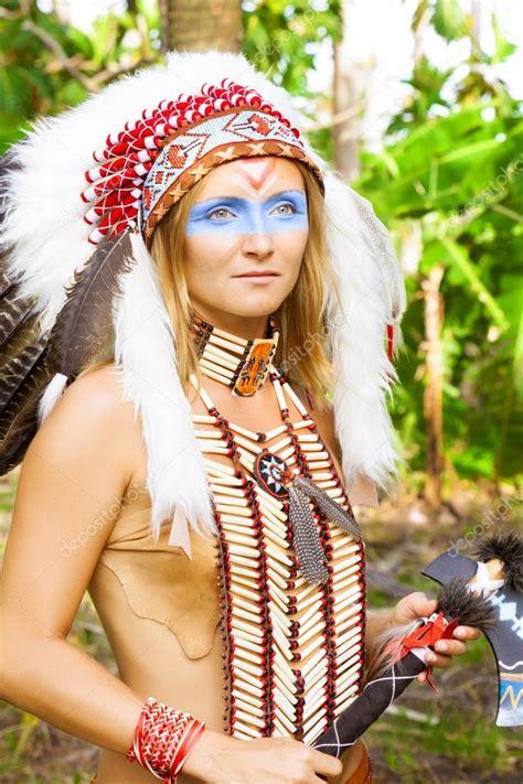 Nativo Americano Indios en traje tradicional Fotos de