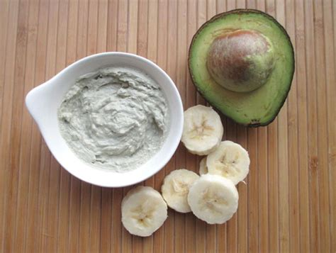 how to make a moisturizing mask with banana avocado and aloe tuts crafts diy tutorial