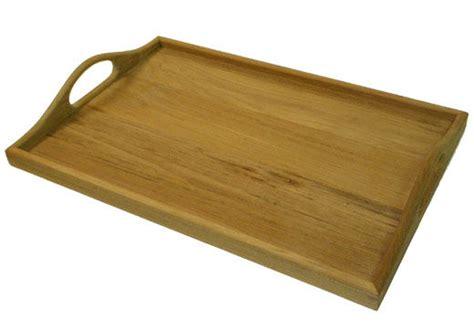 plateau cuisine bois grand plateau de service en bois huil bois poterie