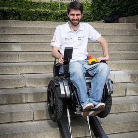 personne en fauteuil roulant le fauteuil roulant scalevo qui monte les escaliers invent 233 par des 233 tudiants vid 201 o