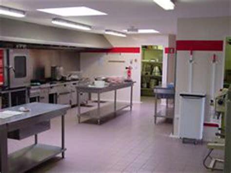 sol cuisine professionnelle revêtement mural pour cuisines revêtement mural pour