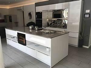 Elementa musterkuche elementa systemat kuche in polarweiss for Küche elementa