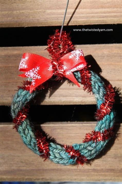 unfeasibly easy  knit christmas decorations